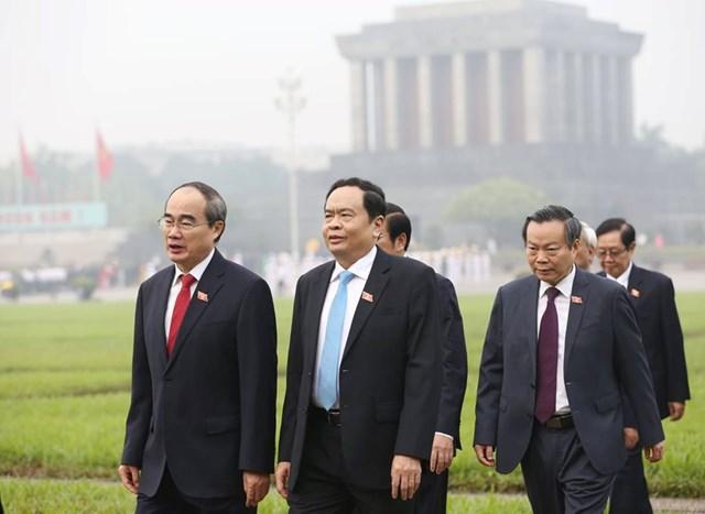 Các đại biểu Quốc hội vào Lăng viếngChủ tịch Hồ Chí Minh - 2