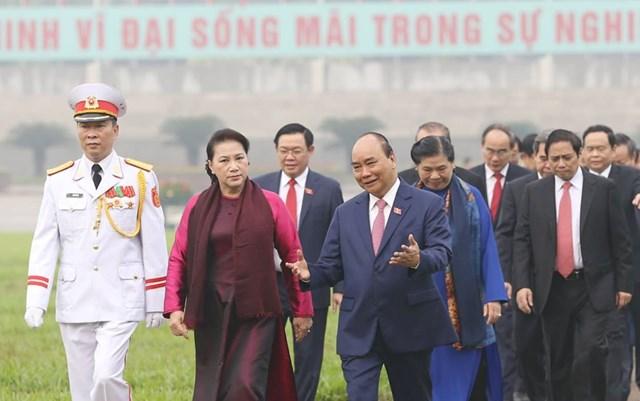 Các đại biểu Quốc hội vào Lăng viếngChủ tịch Hồ Chí Minh - 1