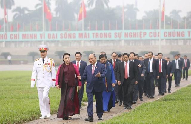 Các đại biểu Quốc hội vào Lăng viếngChủ tịch Hồ Chí Minh