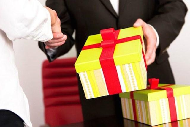 9 trường hợp nộp lại quà tặng với giá trị 4,172 tỷ đồng