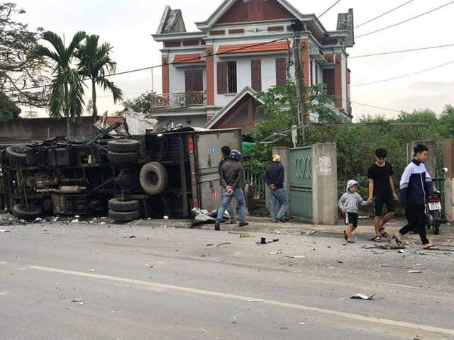 Hai xe tải húc nhau, 1 tài xế tử vong, 1 tài xế bị thương nặng