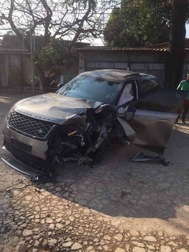 Xe sang Range Rover gây tai nạn, 2 người bị thương