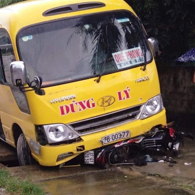 Xe khách đối đầu xe tải, 1 người tử vong - 2