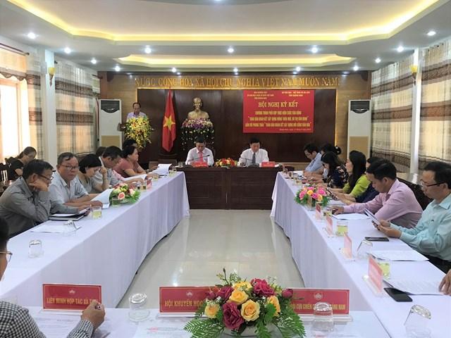Mặt trận Quảng Nam và Sở VHTT-DL tỉnh ký kết chương trình phối hợp xây dựng nông thôn mới