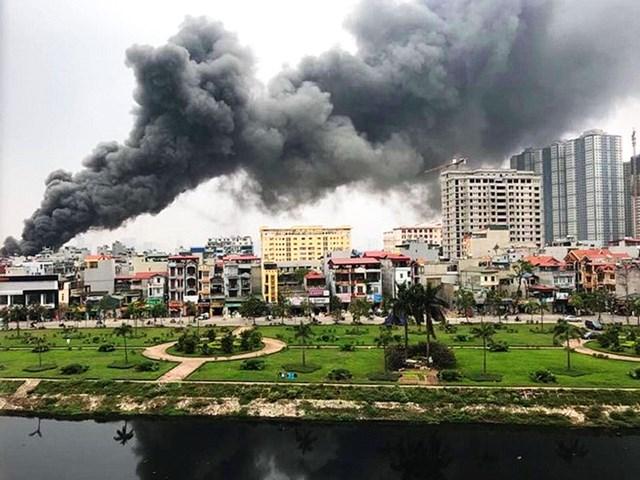 Hà Nội: Đang cháy cực lớn ở chợ Quang, Thanh Liệt - 1