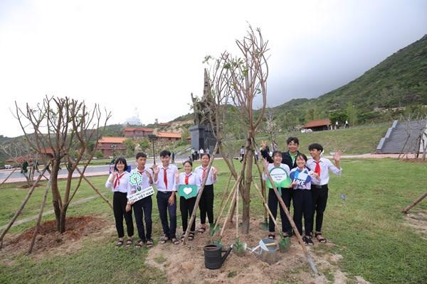 Vinamilk chung tay bảo vệ môi trường tại Bình Định thông qua Quỹ 1 triệu cây xanh cho Việt Nam - 7
