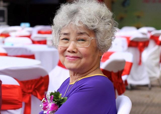 Nhà thơ Bùi Kim Anh: Tôi có bông hồng đỏ trong ngày Vu lan