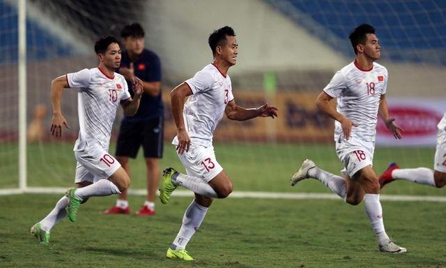 Chờ đấu UAE ở Mỹ Đình, đội tuyển Việt Nam đón tin vui không ngờ - 9