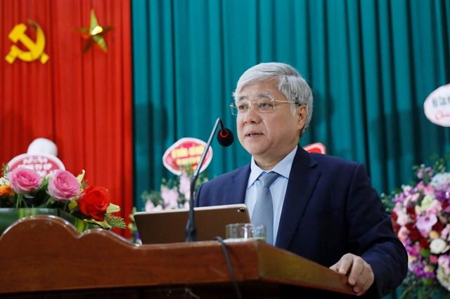 Phó Chủ tịch - Tổng Thư ký Hầu A Lềnh trao quà cho học sinh dân tộc nội trú tại Nghệ An - 1