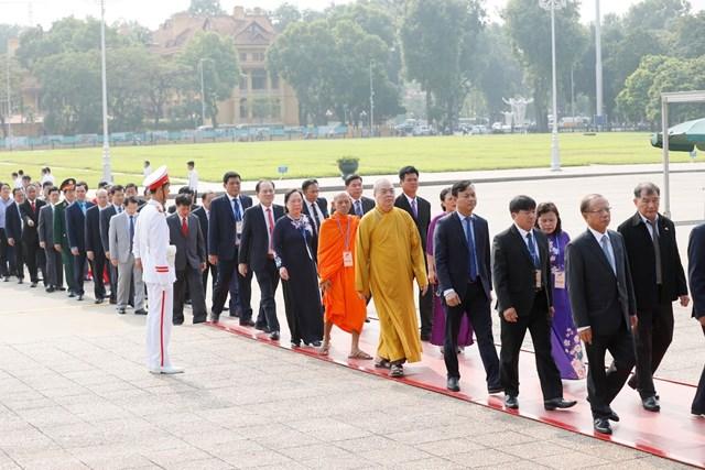Đại biểu dự Đại hội đại biểu toàn quốc MTTQ Việt Nam viếng Chủ tịch Hồ Chí Minh - 5