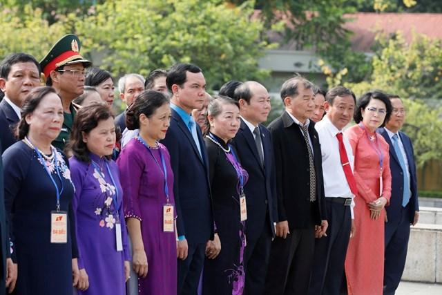 Đại biểu dự Đại hội đại biểu toàn quốc MTTQ Việt Nam viếng Chủ tịch Hồ Chí Minh - 12