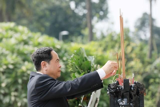 Đại biểu dự Đại hội đại biểu toàn quốc MTTQ Việt Nam viếng Chủ tịch Hồ Chí Minh - 10
