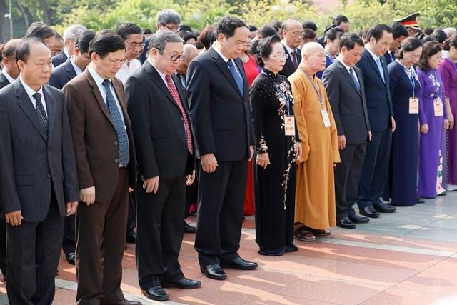 Đại biểu dự Đại hội đại biểu toàn quốc MTTQ Việt Nam viếng Chủ tịch Hồ Chí Minh - 11