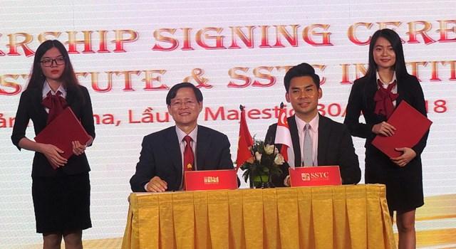Viện IBM ký kết hợp tác giáo dục với trường SSTC của Singapore