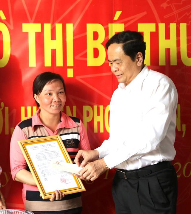 Chủ tịch Trần Thanh Mẫn trao 10 căn nhà Đại đoàn kết cho hộ nghèo huyện Phong Điền - 1
