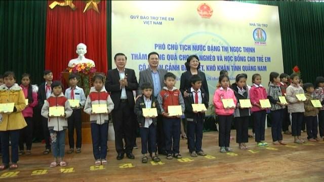 Phó Chủ tịch nước thăm và chúc Tết người dân huyện Đông Giang