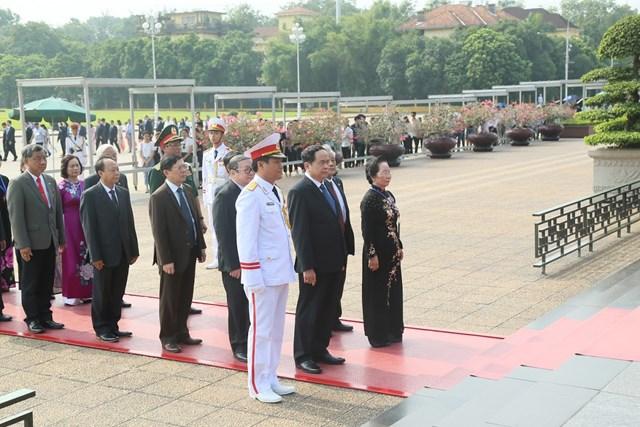 Đại biểu dự Đại hội đại biểu toàn quốc MTTQ Việt Nam viếng Chủ tịch Hồ Chí Minh - 3