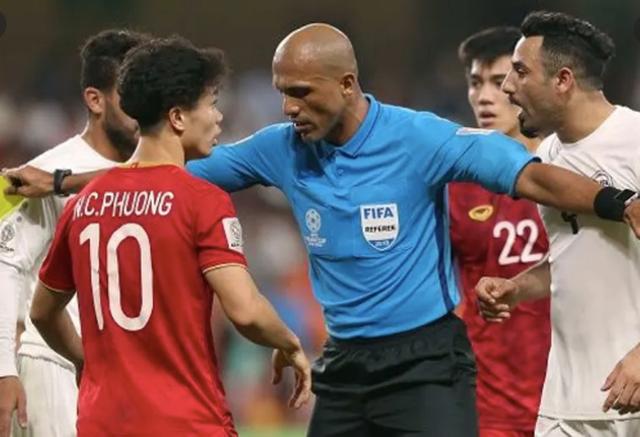 Trọng tài người Nhật điều khiển trận đội tuyển Việt Nam tiếp UAE - 1