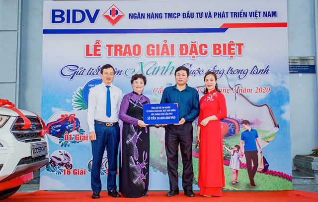 Gửi tiết kiệm xanh, khách hàng BIDV trúng ô tô gần 700 triệu đồng - 1