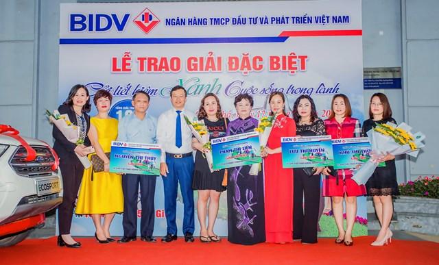 Gửi tiết kiệm xanh, khách hàng BIDV trúng ô tô gần 700 triệu đồng - 2