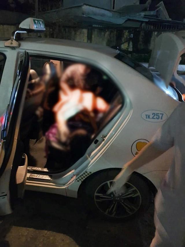 Tài xế đỡ đẻ cho sản phụ trên xe taxi