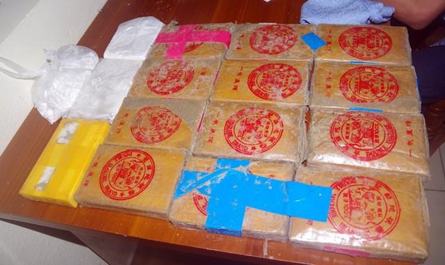 Quảng Nam: Người dân nộp thêm 1 bánh heroin