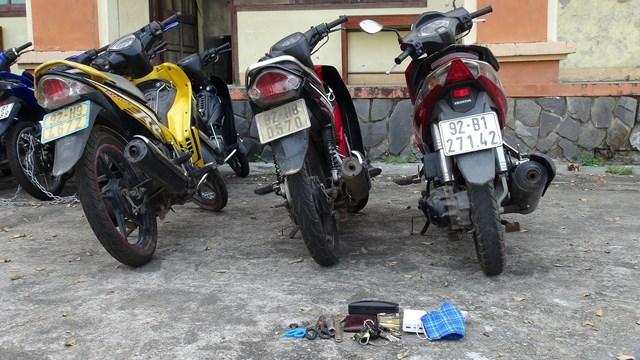 Khởi tố 2 đối tượng mới ra tù trộm cắp xe máy - 2