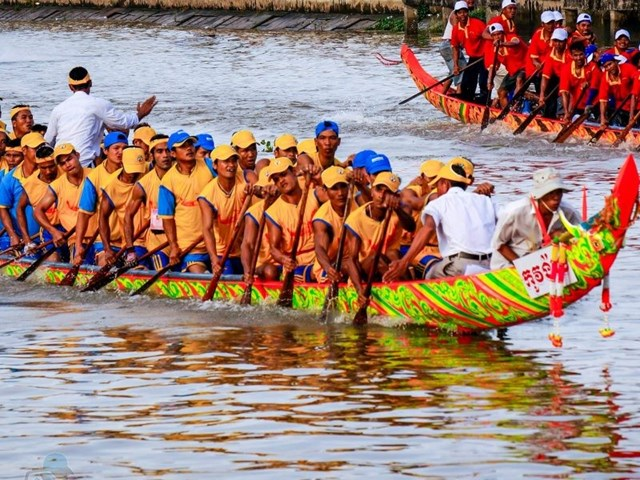 Lễ hội Oóc om bóc - đua ghe ngo Sóc Trăng