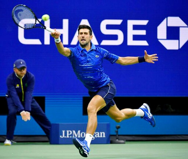 US Open 2019: Gặp chấn thương vai, Djokovic nén đau để giành quyền đi tiếp - 1