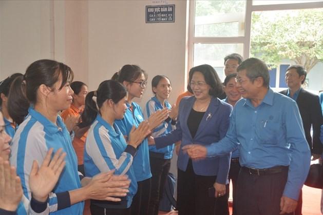 Bắc Giang: Công đoàn chăm lo Tết cho đoàn viên, người lao động