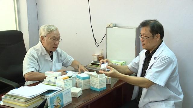 Tấm lòng nhân hậu của các bác sĩ về hưu