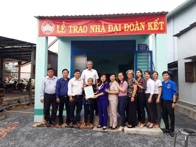 Bình Dương: Trao 2 căn nhà Đại đoàn kết cho người nghèo