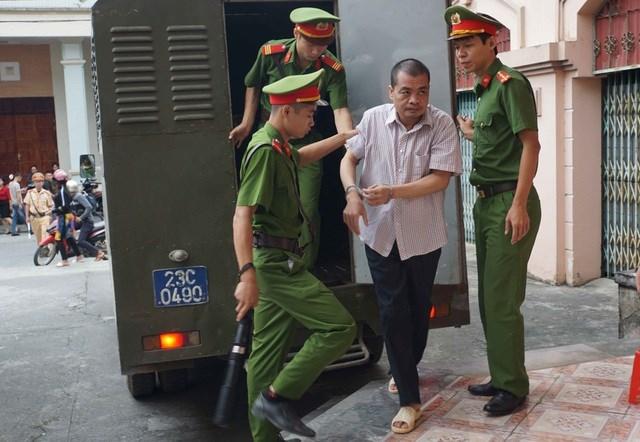 Vụ gian lận thi cử Hà Giang: Nhắn tin Phó Chủ tịch tỉnh vì bị 'gây khó khăn' - 1