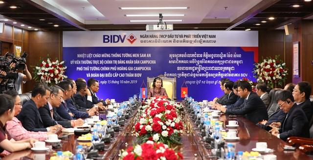 Phó Thủ tướng Chính phủ Hoàng gia Campuchia Men Sam Anthăm và làm việc tại BIDV - 1