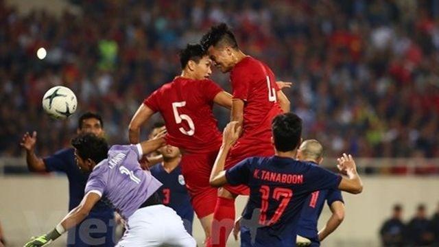 CĐV Thái Lan cảm ơn trọng tài khi từ chối bàn thắng của Bùi Tiến Dũng
