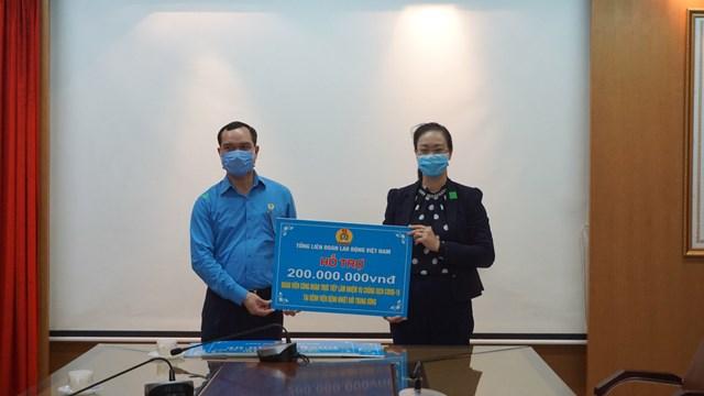 Tổ chức Công đoàn Việt Nam ủng hộ 2 tỷ đồng phòng chống dịch - 1