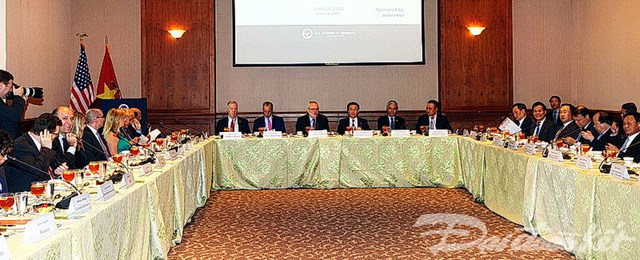 Phó Thủ tướng Vương Đình Huệ dự lễ ký mua 20 máy bay Boeing - 1
