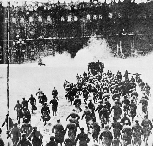[ẢNH] Cách mạng Tháng Mười Nga - mốc mới trong lịch sử của nhân loại - 18