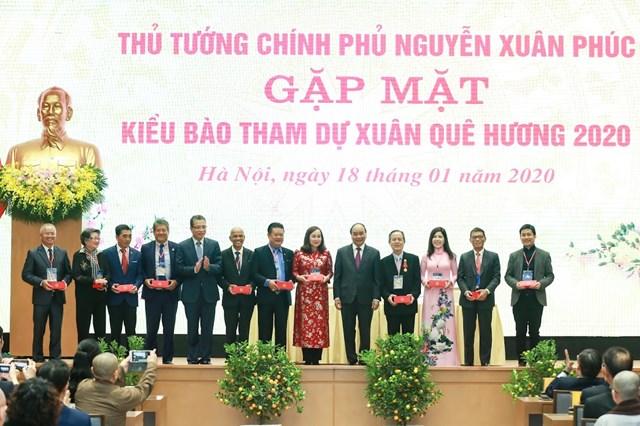 [ẢNH] Thủ tướng gặp mặt kiều bào tham dự chương trình Xuân quê hương 2020 - 7
