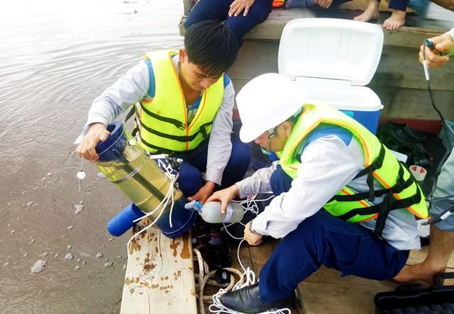 Hà Tĩnh: Xác định nguyên nhân bước đầu khiến thủy sản chết hàng loạt