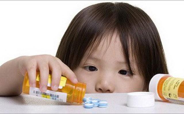 Cảnh báo khi người già và trẻ nhỏ dùng thuốc