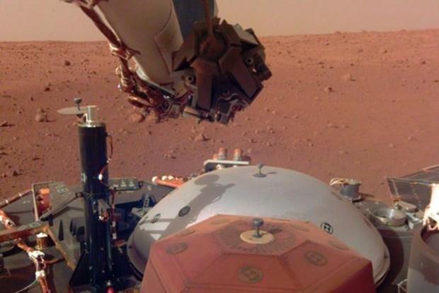 Thiết bị đổ bộ của NASA thu được xung động lạ trên Sao Hỏa