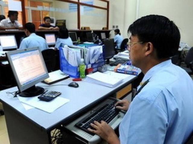 Hàng loạt trường hợp được tiếp nhận làm công chức không phải thi tuyển