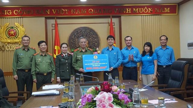 Tổ chức Công đoàn Việt Nam ủng hộ 2 tỷ đồng phòng chống dịch - 2