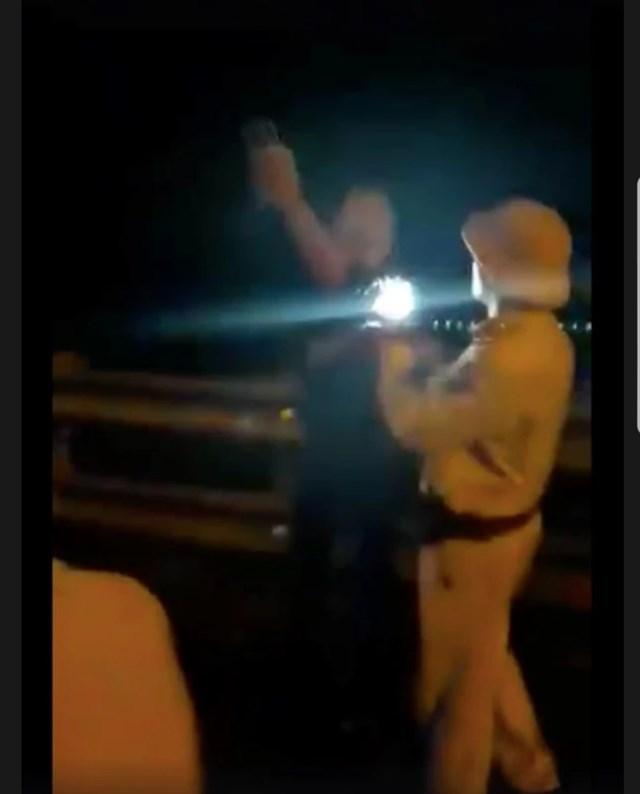 Làm rõ sự việc CSGT 'vung tay', rọi đèn pin - 2