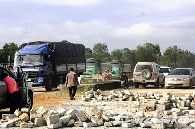 Quảng Nam: Khẩn cấp khắc phục sự cố đường dẫn vào cầu 3.500 tỷ đồng - 1