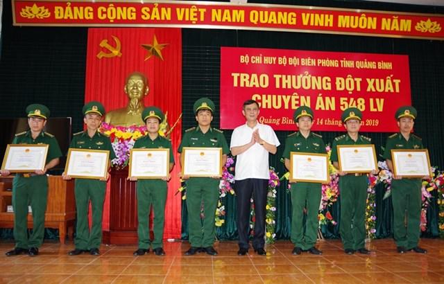 Quảng Bình: Trao thưởng Ban chuyên án triệt phá đường dây vận chuyển 100 nghìn viên ma túy