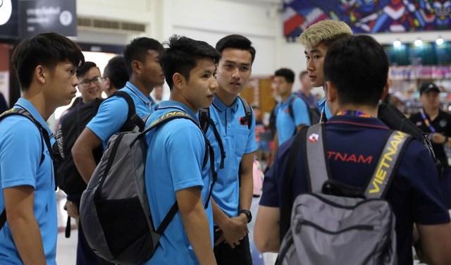 U23 Việt Nam chạm trán U23 Triều Tiên ở sân bay về Bangkok - 6