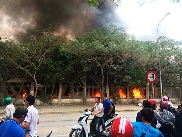 Hà Nội: Đang cháy cực lớn ở chợ Quang, Thanh Liệt - 2