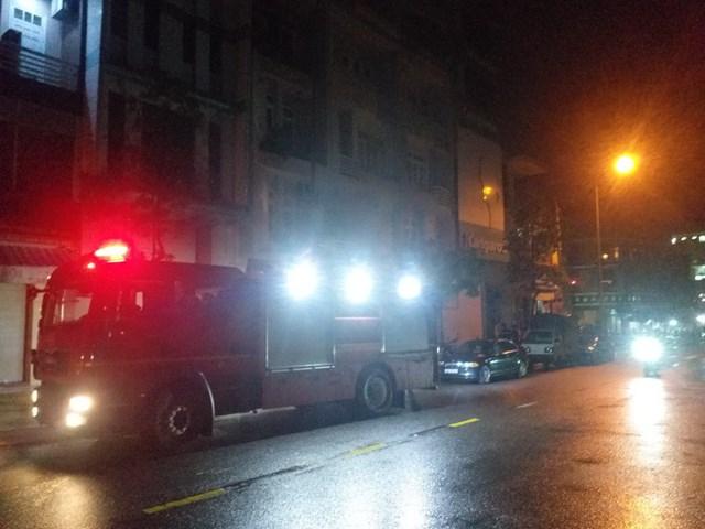 Đà Nẵng: Giải cứu 3 người mắc kẹt trong đám cháy